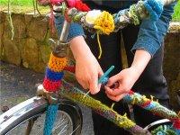 Stickkontakt cyklar på stan